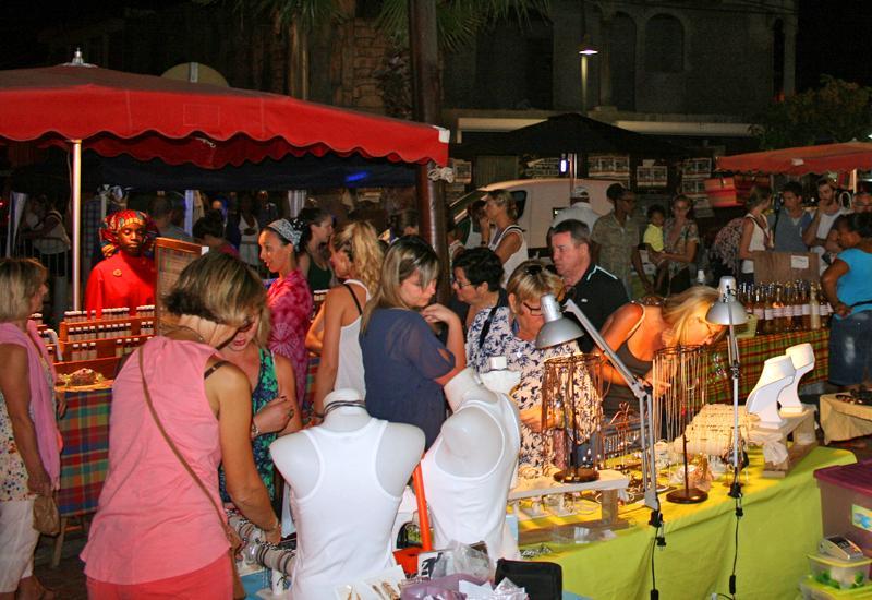 Découvrez le Marché nocturne unique à Sainte Anne, Guadeloupe